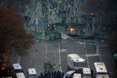 Παρίσι Κίτρινα Γιλέκα: Σκηνές χάους και αναρχίας παντού (pics&vids) | Pagenews.gr