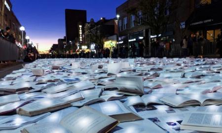 Μίσιγκαν βιβλία: Μετέτρεψαν δρόμο σε ποτάμι από 11.000 βιβλία (pics&vid) | Pagenews.gr