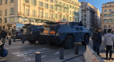Κίτρινα γιλέκα: «Μάχη» στο Παρίσι – Mαζική χρήση τεθωρακισμένων κατά του γαλλικού λαού (pics&vids) | Pagenews.gr