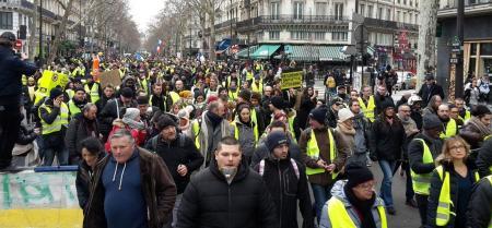 Παρίσι: Ένταση και χημικά σε κινητοποιήσεις των «Κίτρινων Γιλέκων» | Pagenews.gr