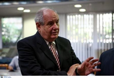 Βουλή: Επεισόδιο μεταξύ Καμμένου και Κουίκ – «Είσαι τομάρι» | Pagenews.gr