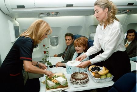 Φαγητό στο αεροπλάνο: Εφτά πράγματα που δεν ήξερες | Pagenews.gr