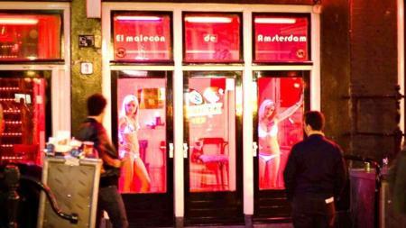 Άμστερνταμ ώρα μηδέν: Η ιστορία μιας σκλάβας του σεξ που έπαιζαν ρώσικη ρουλέτα οι προαγωγοί της | Pagenews.gr