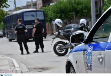 Μπέτυ Σκουφά: Εννέα συλλήψεις για τα επεισόδια έξω από το σπίτι της | Pagenews.gr