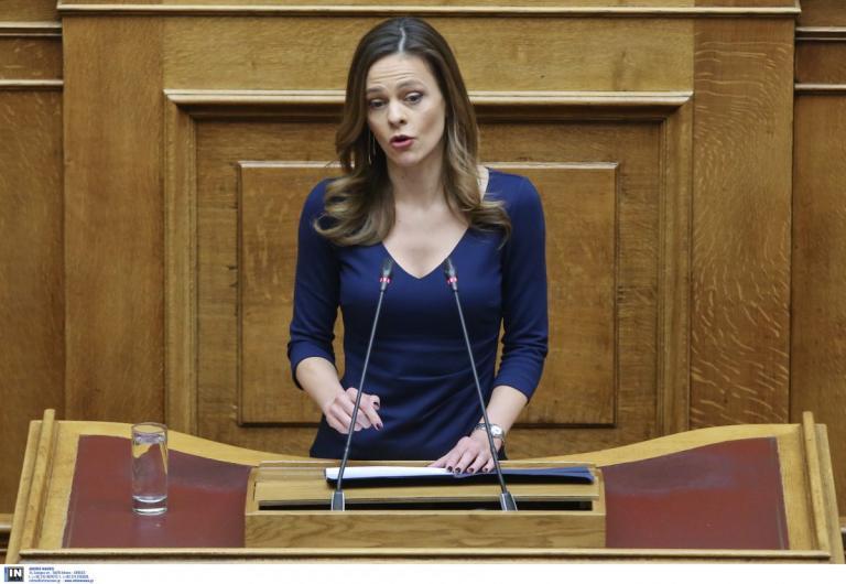 Αχτσιόγλου: Ψήφος εμπιστοσύνης σημαίνει ψήφος για την αύξηση του κατώτατου μισθού | Pagenews.gr