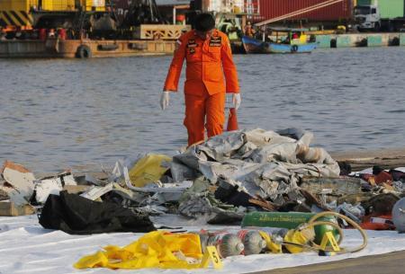 Ινδονησία: Βρέθηκε ο αποτυπωτής συνομιλιών πιλοτηρίου του Boeing που συνετρίβη τον Οκτώβριο | Pagenews.gr