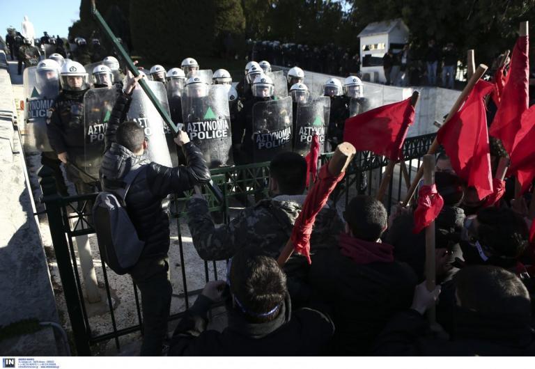 Συλλαλητήριο εκπαιδευτικών: Ολοκληρώθηκε η επεισοδιακή πορεία στο κέντρο της Αθήνας (pics) | Pagenews.gr