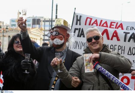 Συλλαλητήριο εκπαιδευτικών: Επεισόδια και ξύλο στην πορεία προς το Μαξίμου (pics) | Pagenews.gr