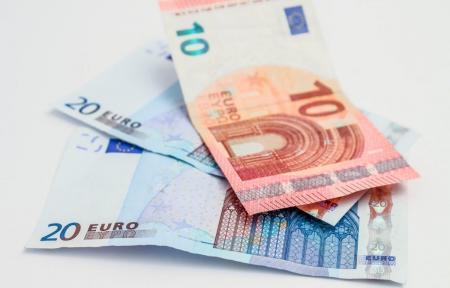 Δώρα στο Δημόσιο: Επανέρχονται, αλλά «ψαλιδισμένα» – Ποσά 250 και 300 ευρώ   Pagenews.gr