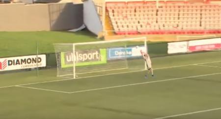 Viral: Δέχθηκε γκολ από 70 μέτρα! (vid) | Pagenews.gr