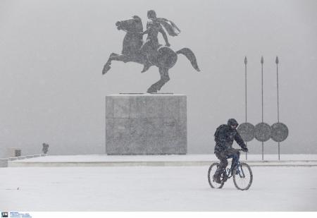 Κακοκαιρία Υπατία: Το πέρασμα του χιονιά από τη Θεσσαλονίκη σε ένα βίντεο | Pagenews.gr