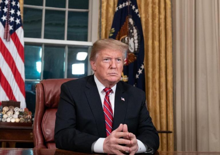 Ντόναλντ Τραμπ: Η viral φωτογραφία με κουνελάκι στο Λευκό Οίκο (pics) | Pagenews.gr
