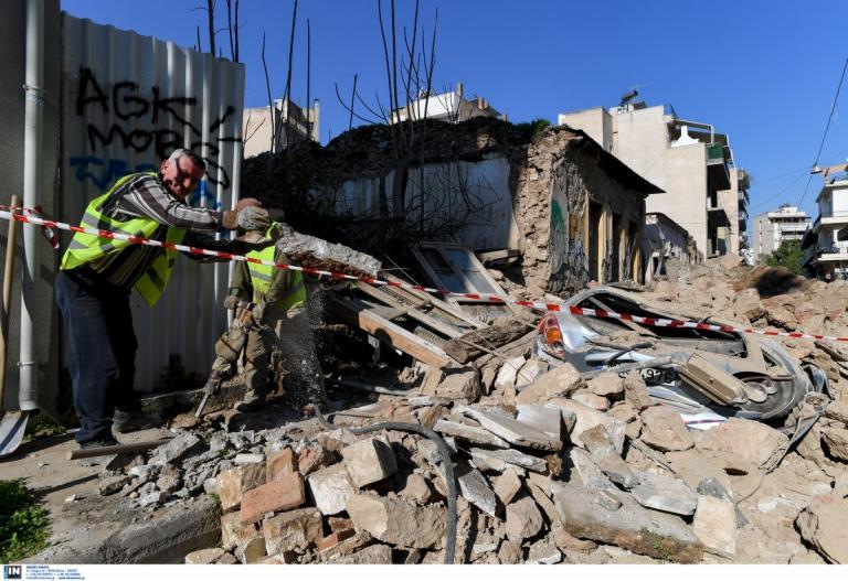 Κατάρρευση κτιρίου στο Γκάζι: Βίντεο ντοκουμέντο από την στιγμή της πτώσης (pics&vid) | Pagenews.gr