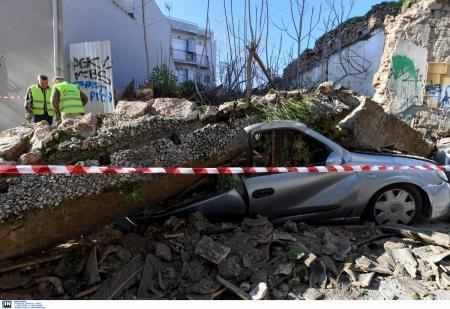 Eγκαταλελειμμένα κτίρια στην Αθήνα: Δημόσιος «κίνδυνος» για τους πολίτες τα ετοιμόρροπα κτίσματα | Pagenews.gr