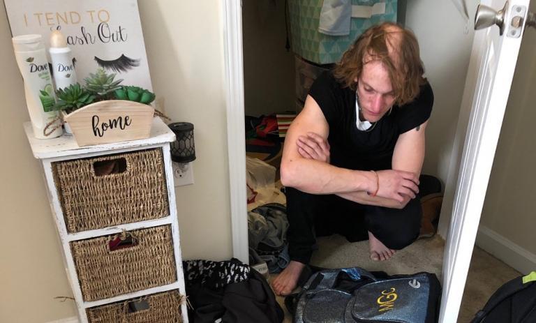 Φοιτήτρια ανακάλυψε ότι ένας άνδρας ζούσε στην ντουλάπα της (pic)   Pagenews.gr