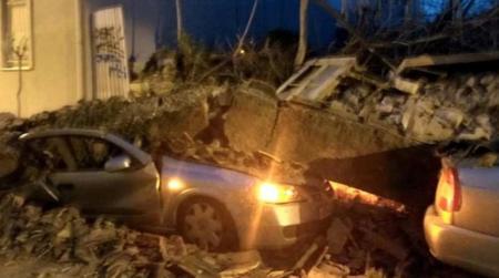 Κατέρρευσε σπίτι στο Γκάζι – Καταπλάκωσε δυο αυτοκίνητα   Pagenews.gr