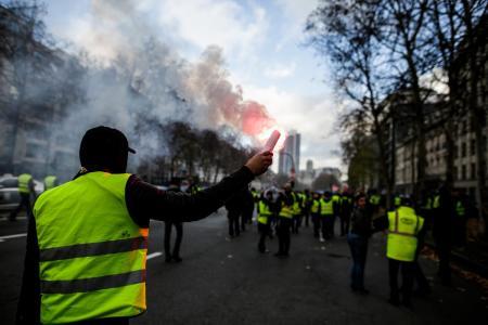 Γαλλία – Κίτρινα Γιλέκα: Άλλη μια επεισοδιακή διαδήλωση – Αυτοκίνητο έπεσε πάνω στο πλήθος | Pagenews.gr