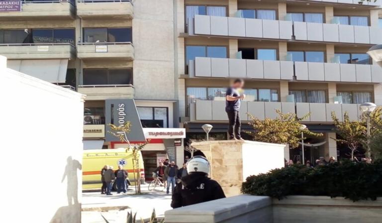 Άνδρας στην Κρήτη απειλούσε να αυτοπυρποληθεί (pics&vid) | Pagenews.gr