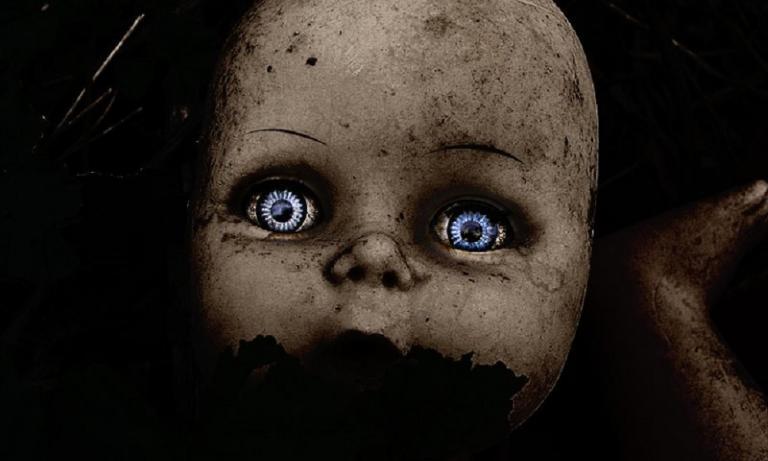 H τρομακτική ιστορία του νησιού με τις κρεμασμένες κούκλες (vid) | Pagenews.gr