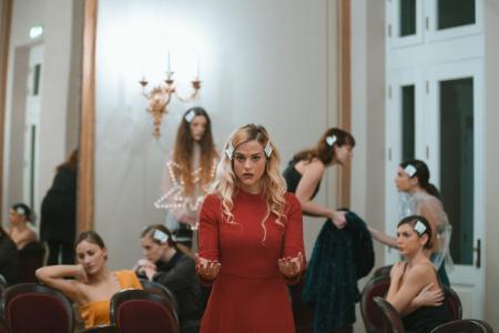 Δημοτικό Θέατρο Πειραιά: 10 «κούκλες» για τη γυναικεία χειραφέτηση (pics)   Pagenews.gr