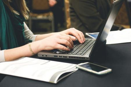 Πληκτρολόγιο προεξοχές: Ο λόγος που τα πλήκτρα Ξ και Φ ξεχωρίζουν | Pagenews.gr