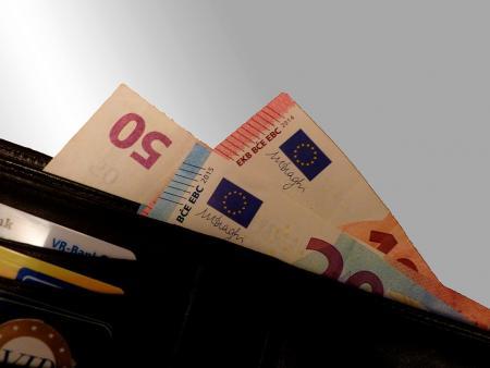 Συντάξεις Μαρτίου: Δείτε αναλυτικά τις ημερομηνίες πληρωμής για όλα τα Ταμεία | Pagenews.gr