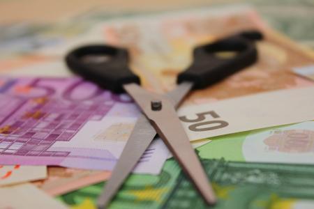 Handelsblatt για τις ελληνικές τράπεζες: Το εφιαλτικό σενάριο για «κούρεμα» καταθέσεων | Pagenews.gr