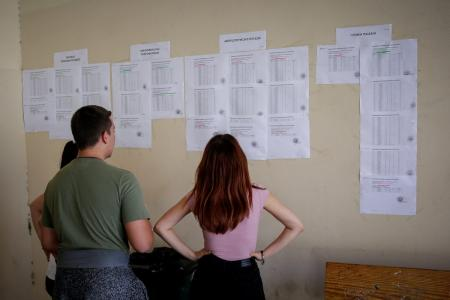 Πανελλήνιες εξετάσεις: Αλαλούμ και αγωνία για 95.000 μαθητές της Β' Λυκείου | Pagenews.gr