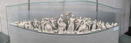 «Τα Γλυπτά του Παρθενώνα ζητούν να επανενωθούν με το άλλο τους μισό» | Pagenews.gr