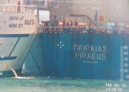 Σύγκρουση πλοίων: Σύγκρουση ελληνικού φορτηγού πλοίου με σκάφος στη Σιγκαπούρη | Pagenews.gr