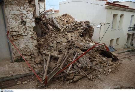 Κατέρρευσε σπίτι στην Πνύκα (pics&vid)   Pagenews.gr