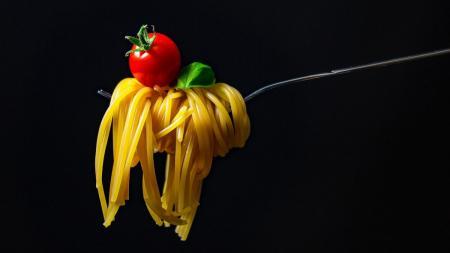 Η συνταγή της ημέρας: Λιγκουίνι με γκοργκοντζόλα και σάλτσα ντομάτας | Pagenews.gr