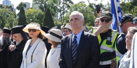 Γιώργος Βαρεμένος: Άγριες αποδοκιμασίες μετά την παρέλαση στη Μελβούρνη – Φώναζαν «προδότη» | Pagenews.gr