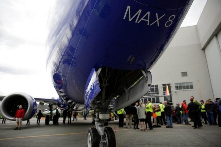 Boeing 737 MAX 8: Έκανε αναγκαστική προσγείωση λόγω μηχανικού προβλήματος στη Φλόριντα   Pagenews.gr