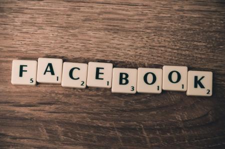 Facebook: Ο Κρις Χιουζ τάσσεται υπέρ της διάσπασης του κολοσσού και καταφέρεται εναντίον του Μαρκ Ζάκερμπεργκ | Pagenews.gr