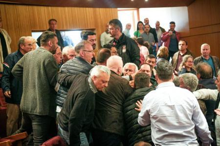 ΓΣΕΕ: Ξύλο στη συνεδρίαση της Ολομέλειας (pics&vid) | Pagenews.gr