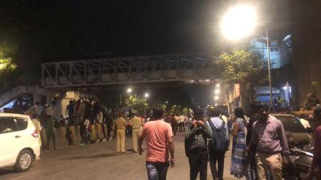 Ινδία: 5 νεκροί και 36 τραυματίες από την κατάρρευση πεζογέφυρας στο Μουμπάι | Pagenews.gr