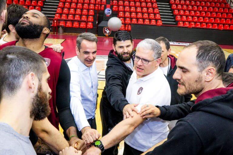 Κυριάκος Μητσοτάκης: Έπαιξε και μπάσκετ στη Λήμνο (pics) | Pagenews.gr