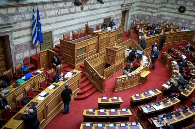 Η συνωμοσία της σιωπής των κομμάτων | Pagenews.gr
