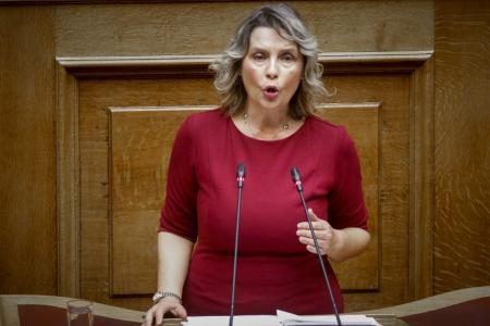 Κατερίνα Παπακώστα: Ανατροπή – Δεν κατεβαίνει με τον ΣΥΡΙΖΑ στις εκλογές | Pagenews.gr