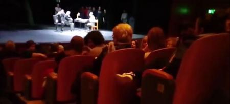 Θεσσαλονίκη: Μέλη του «Ιερού Λόχου» διακόπτουν θεατρική παράσταση (vid) | Pagenews.gr