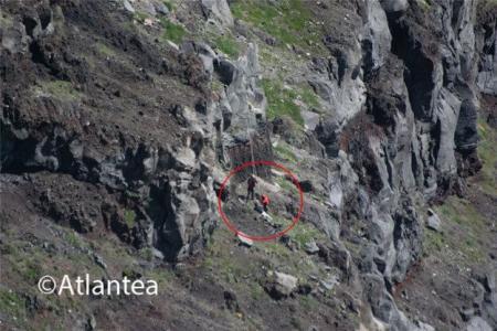 Σαντορίνη: Πήγε να πιάσει το drone του και έπεσε στον γκρεμό (pics) | Pagenews.gr