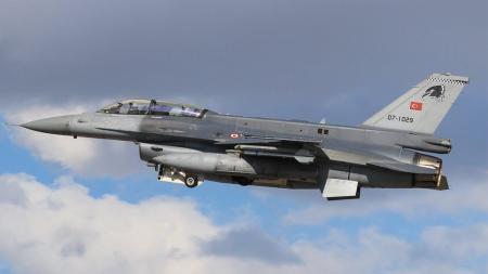 Τουρκικές παραβιάσεις στο Αιγαίο: Πτήσεις F-16 πάνω από τις Οινούσσες | Pagenews.gr