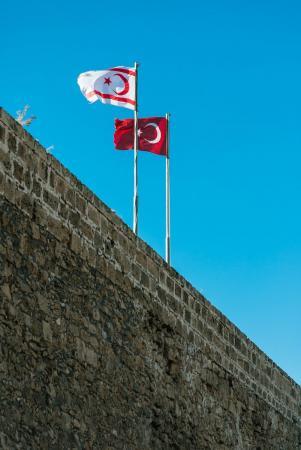Τουρκία: Έξι στελέχη της Cumhuriyet επέστρεψαν στην φυλακή για να εκτίσουν τις ποινές τους | Pagenews.gr
