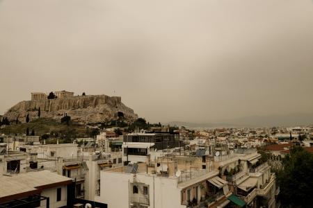 Καιρός: Η αφρικανική σκόνη σκεπάζει την Αθήνα (pics) | Pagenews.gr