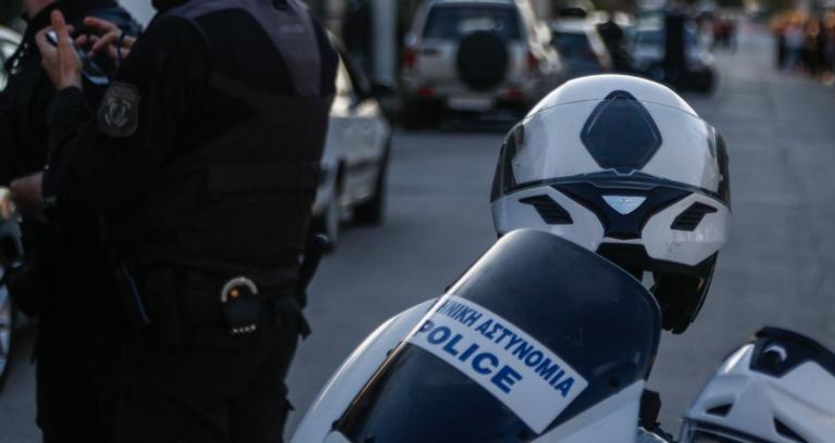 Νέα Σμύρνη: Άνδρας απειλεί να αυτοκτονήσει   Pagenews.gr
