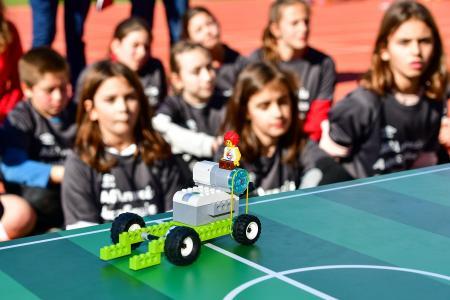 Αθλητικές Ακαδημίες ΟΠΑΠ: Τα παιδιά «σκοράρουν» στη ρομποτική | Pagenews.gr