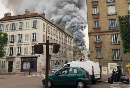 Φωτιά τώρα: Μεγάλη πυρκαγιά στην πόλη των Βερσαλλιών   Pagenews.gr