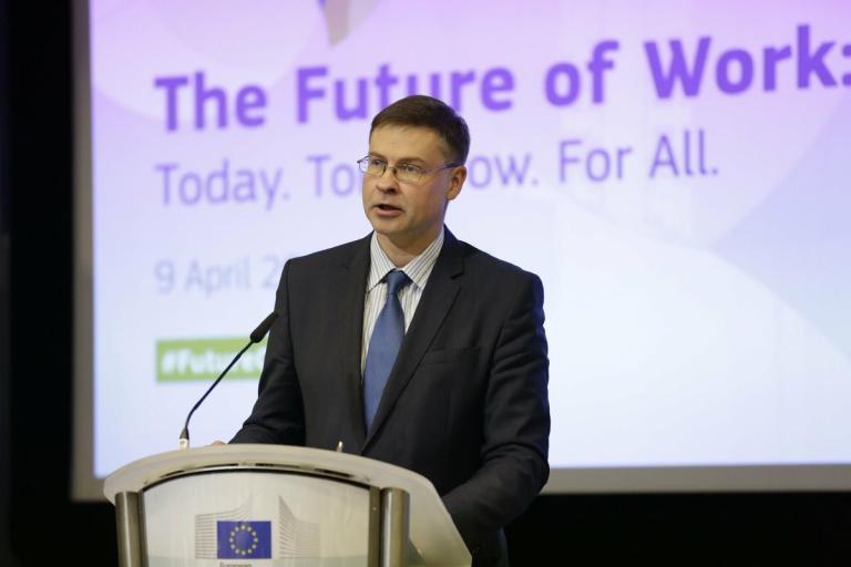 Ντομπρόβσκις: «Η Ευρωπαϊκή Επιτροπή είναι ανοιχτή στη συζήτηση για το αφορολόγητο» | Pagenews.gr