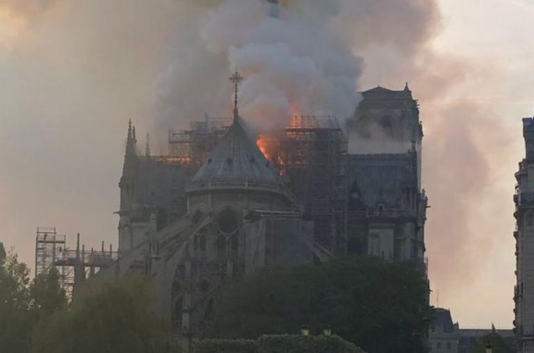 Παναγία των Παρισίων: Η συγκλονιστική αεροφωτογραφία που δείχνει το μέγεθος της καταστροφής (pic) | Pagenews.gr